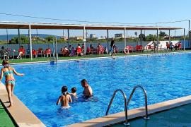 Cada familia de Consell podrá usar la piscina municipal dos horas al día en jornadas alternas