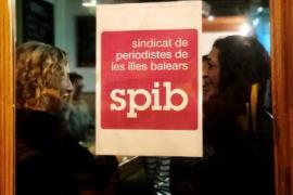 El sindicato de periodistas pide al Parlament ayudas a los medios de comunicación