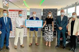 Autovidal y CaixaBank donaron 10.000 euros a Creu Roja Illes Balears