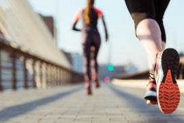 Consejos para practicar deporte en verano y evitar un golpe de calor