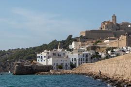 Desalojadas 150 personas de fiesta en un local reincidente del puerto de Ibiza