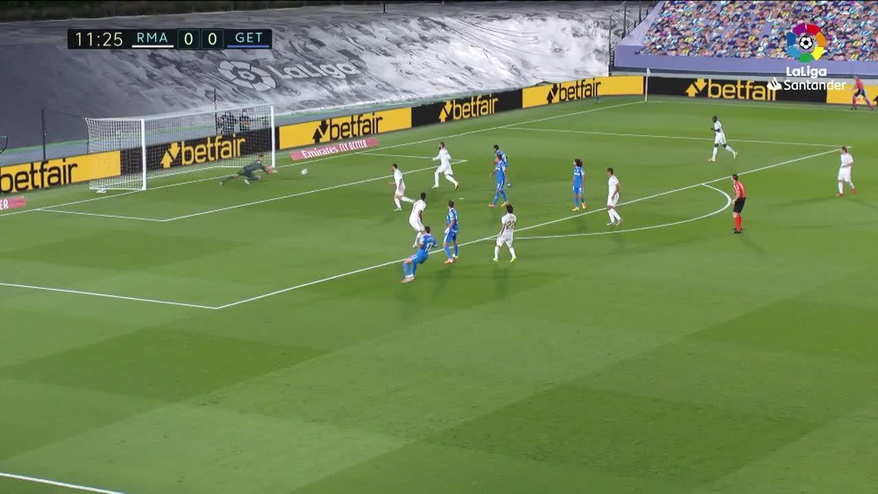El Real Madrid gana y da un golpe a la liga
