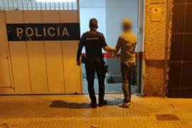 El cliente de un bar a la policía: «Con estas putas negras no quiero compartir terraza»