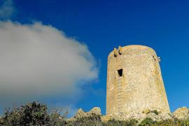 Patrimoni rechaza empedrar el acantilado de la torre de Albercuix para los 'birdwatchers'