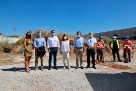 Armengol pone la primera piedra de una promoción de vivienda pública en Palma