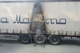 Alarma en el puerto de Palma por un incendio en un camión que iba a embarcar