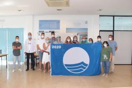 Santa Eulària entrega las cinco banderas azules obtenidas este año.
