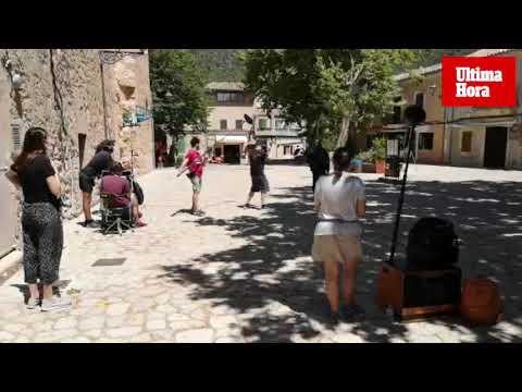 'La caza' se reanuda en Valldemossa entre turistas y curiosos