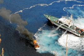 Una lancha se incendia frente a la costa de Andratx con cinco tripulantes a bordo