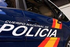 Detenido por romperle una botella en la cabeza a otro hombre en un bar de Pere Garau