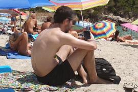 Denunciado por hacer fotos a una menor en la playa en Camp de Mar