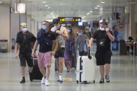 Tres vuelos británicos procedentes de los aeropuertos de Gatwick, Londres y Bristol aterrizaron ayer en la isla de Ibiza.