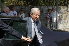 POLÍTICOS Y COMPAÑEROS DEL MUNDO ACADÉMICO ACUDEN A CAPILLA ARDIENTE P. BARBA