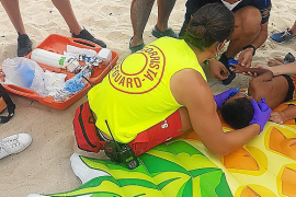 Un niño de 3 años, a punto de morir ahogado en la playa mientras jugaba con su hermano