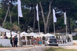 Calvià se plantea actuar de oficio por la aglomeración de turistas en un 'beach club'