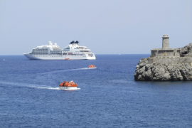 El puerto de Sóller recibe su primer crucero