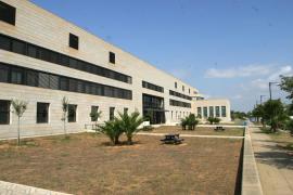 Una administrativa de la UIB da positivo en COVID-19 y aíslan a 16 personas