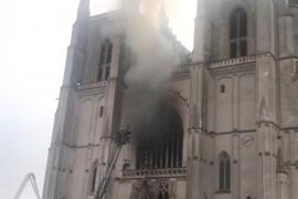 Incendio en el interior de la catedral de Nantes