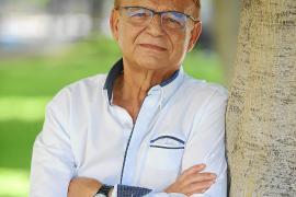 Mateo Cladera muestra su «amor por la información» en un nuevo libro