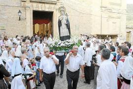 Centenares de personas participan con gran fervor en la procesión de la Reliquia