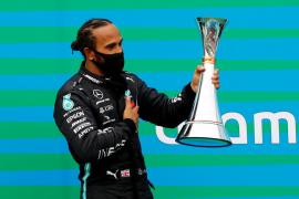 Lewis Hamilton gana en Hungría y ya es líder