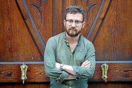 Marcos Augusto, poeta y político: «La poesía, si es autorreflexiva, tiene algo de mirarse el ombligo»