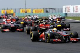 Hamilton gana en Hungría, pero Alonso mantiene el liderato del Mundial