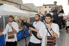 La Fira Nocturna llena las calles de aromas y productos tradicionales