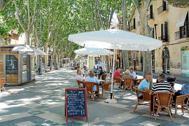 Cort obliga a retirar casi 200 terrazas ampliadas en plazas o la calzada