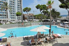 Las cancelaciones de reservas hoteleras alcanzan hasta el 70 % en Baleares
