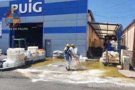 Vuelca un contenedor con 5.000 litros de ácido en el polígono de Son Castelló