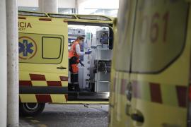Dos heridos graves en un accidente entre una moto y un coche en Palma