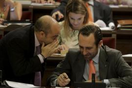 El Parlament convalida los complementos a los médicos con dudas sobre su legalidad