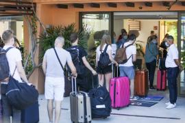 Los hoteleros se ofrecen a financiar los test a los turistas extranjeros que salgan de España