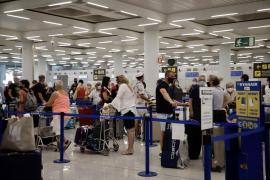 Londres endurece su postura y desaconseja ahora viajar a Baleares