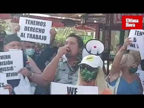 Unas 200 personas se manifiestan contra el cierre de Punta Ballena