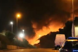 Alerta por riesgo químico en Granollers tras un incendio en una planta de reciclaje
