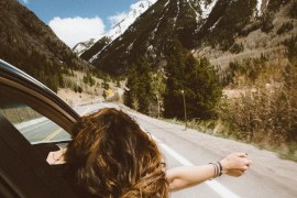 Por qué no deberías sacar el brazo por fuera de la ventanilla del coche