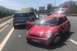 Dos heridas en un accidente con vuelco en la autopista de Inca