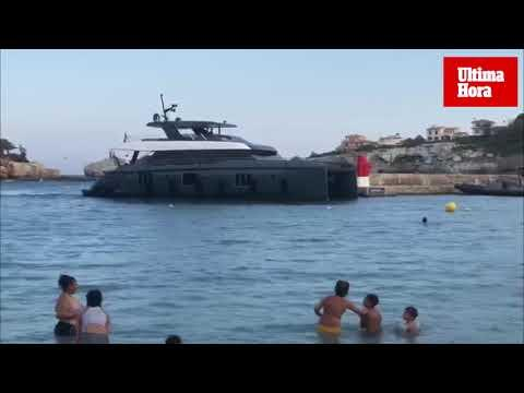 El barco de Rafa Nadal sorprende a los bañistas de Porto Cristo