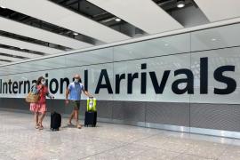 El Reino Unido estudia hacer test a los viajeros procedentes de España