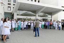 CONCENTRACION DE MEDICOS EN EL HOSPITAL DE CAN MISSES PARA PROTESTAR POR LOS RECORTES EN SANIDAD.