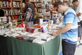 Los libreros, «con la soga al cuello» por los impagos del Govern y del Consell