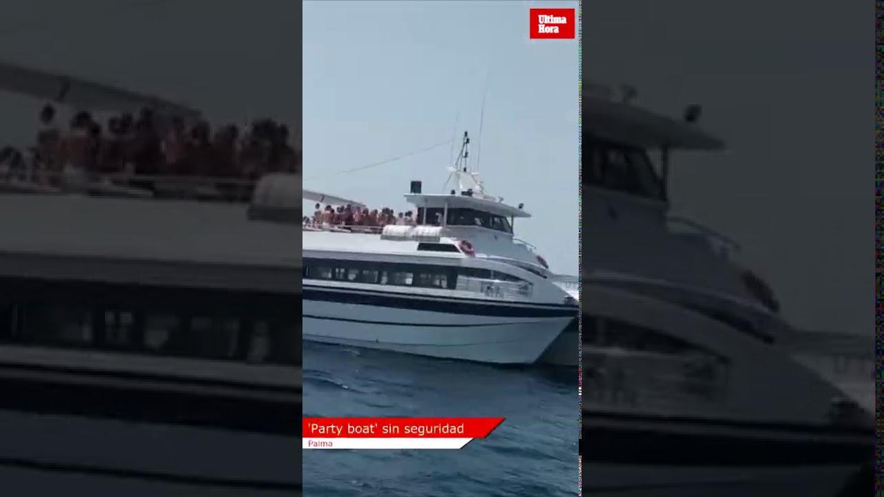 Cien turistas en una 'party boat' en la bahía de Palma encienden las redes