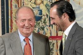 La sociedad balear, dividida entre el adiós de Juan Carlos