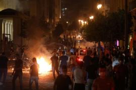Varios heridos durante una protesta para pedir la dimisión del Gobierno tras las explosiones en Beirut