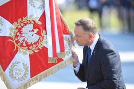 Crece la tensión en Polonia, donde puedes ir a la cárcel por colgar una bandera arcoíris