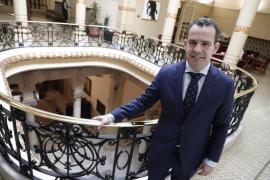 El PP pide «reducir a la mitad los cargos políticos» para no tocar el salario de los funcionarios