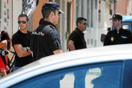 Una mujer golpea a un hombre en Palma, dejándolo muy grave, para robarle el coche