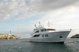 'Salvem Portocolom' exige a Costas que controle el fondeo de yates y barcos